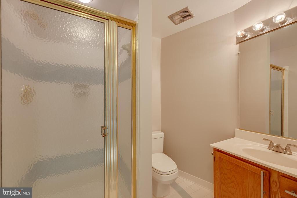 Full bathroom in basement freshly painted - 7258 LIVERPOOL CT, ALEXANDRIA