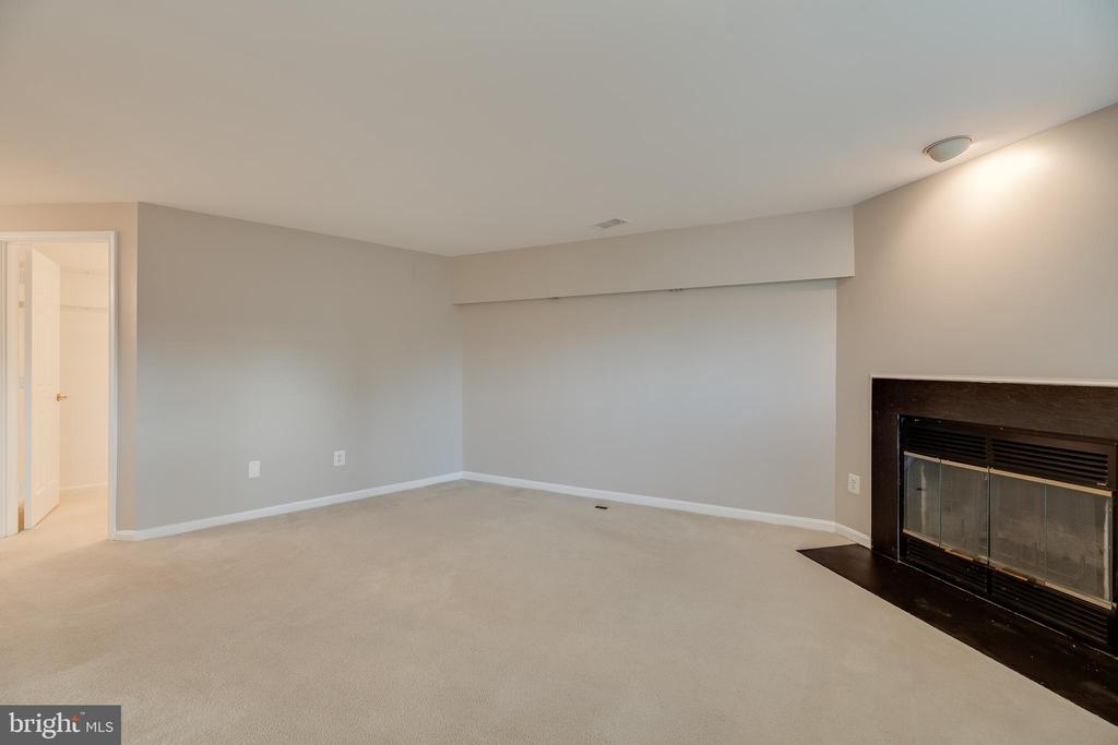 Primary bedroom with private fireplace - 7258 LIVERPOOL CT, ALEXANDRIA
