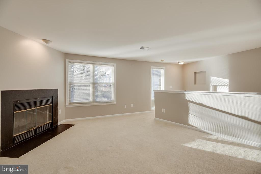 Imagine relaxing by a wood-burning fire - 7258 LIVERPOOL CT, ALEXANDRIA
