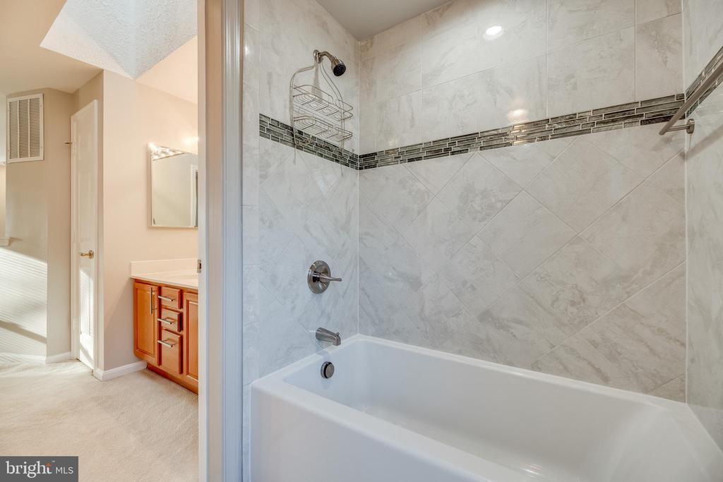 Primary bathroom - 7258 LIVERPOOL CT, ALEXANDRIA