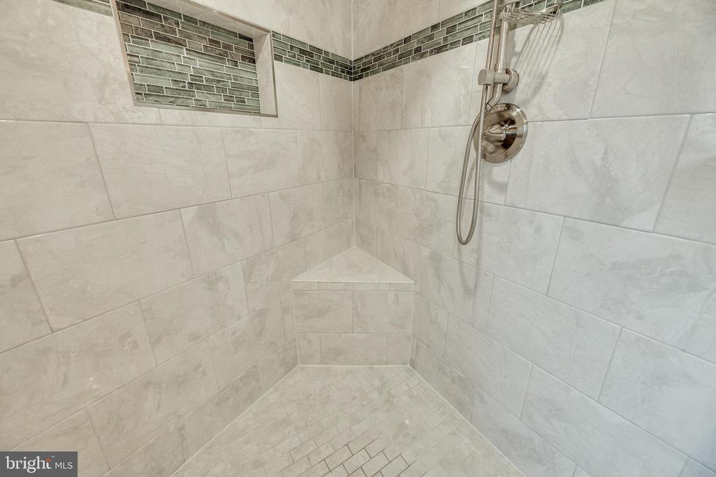 Feel that space? - 7258 LIVERPOOL CT, ALEXANDRIA
