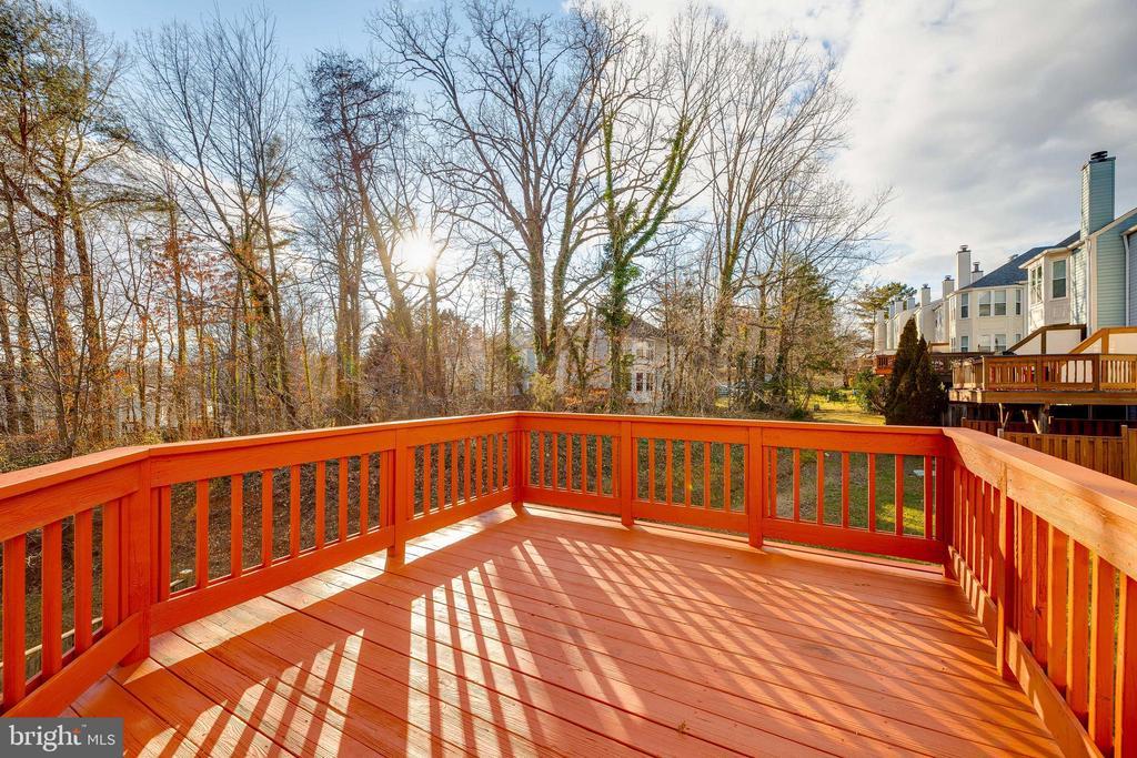 Deck overlooking wooded oasis - 7258 LIVERPOOL CT, ALEXANDRIA