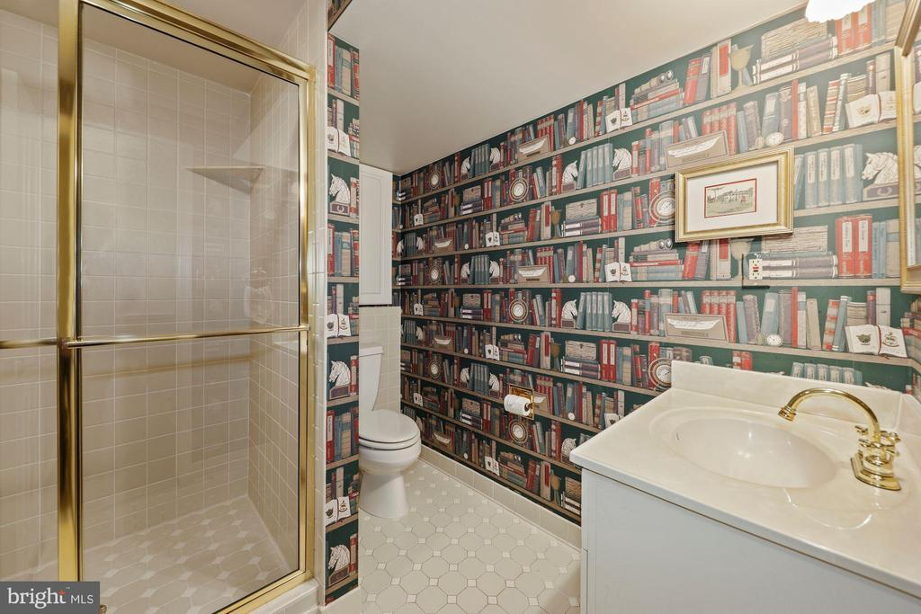 Full BA  sink vanity & tiled shower (off Office) - 1901 ALLANWOOD PL, SILVER SPRING
