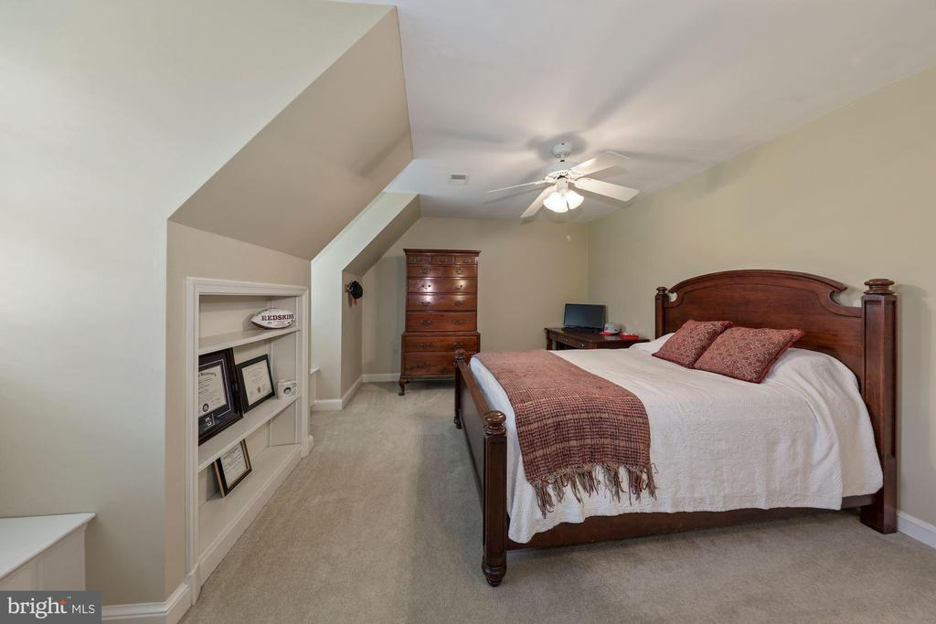 Bedroom 3 w/shelving, dormer windows and seat - 1901 ALLANWOOD PL, SILVER SPRING