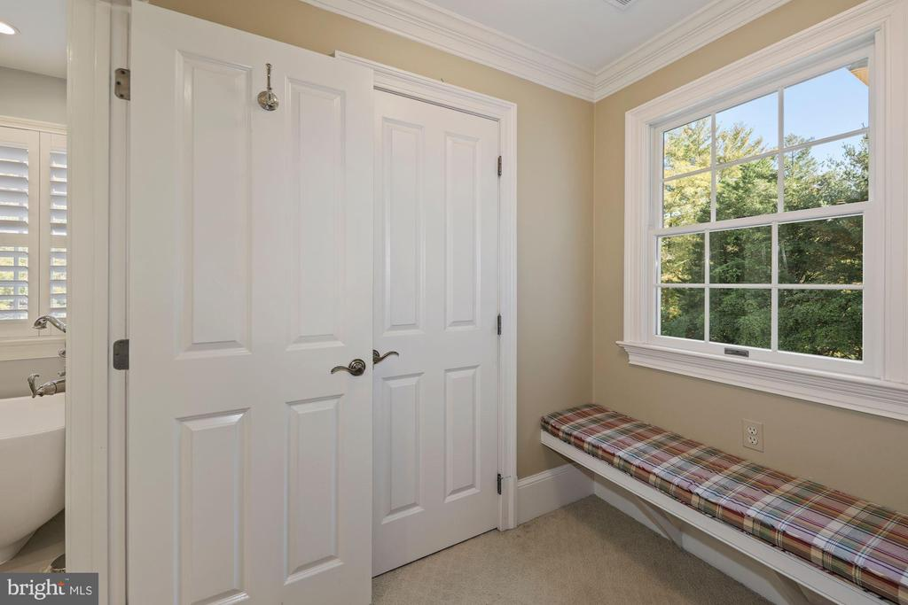 Window seat outside Closet 2 - 1901 ALLANWOOD PL, SILVER SPRING