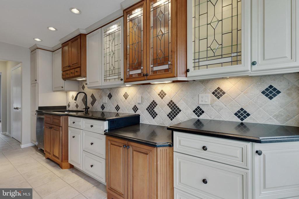 Granite Countertops - 11710 COLLINGWOOD CT, WOODBRIDGE