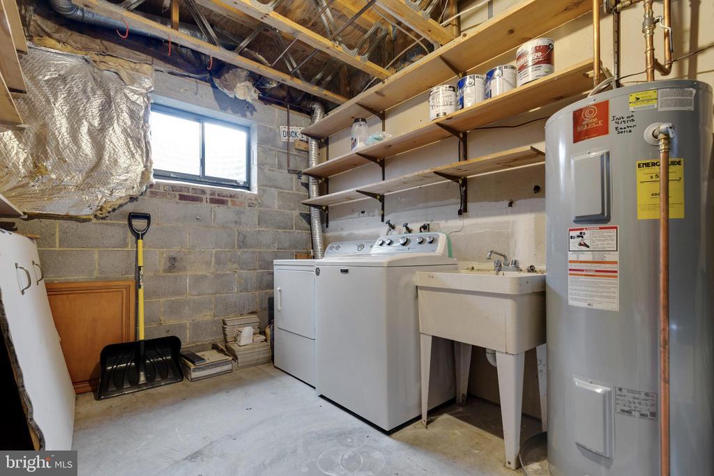 Basement Laundry with Utility Sink - 11710 COLLINGWOOD CT, WOODBRIDGE