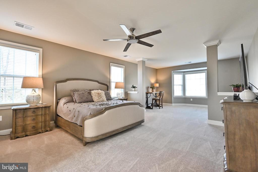 Primary Suite with sitting room - 11322 SCOTT PETERS CT, MANASSAS