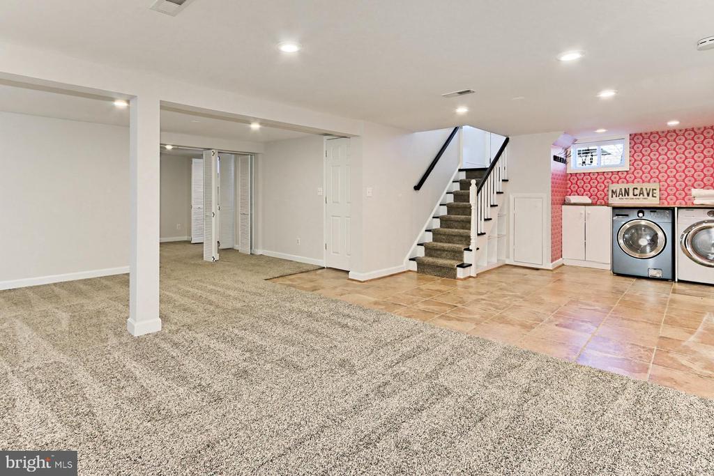 Large lower level rec room - 9401 OX RD, LORTON