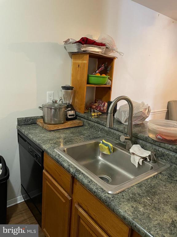 Side Kitchen - 120 ADAMS DR NE, LEESBURG