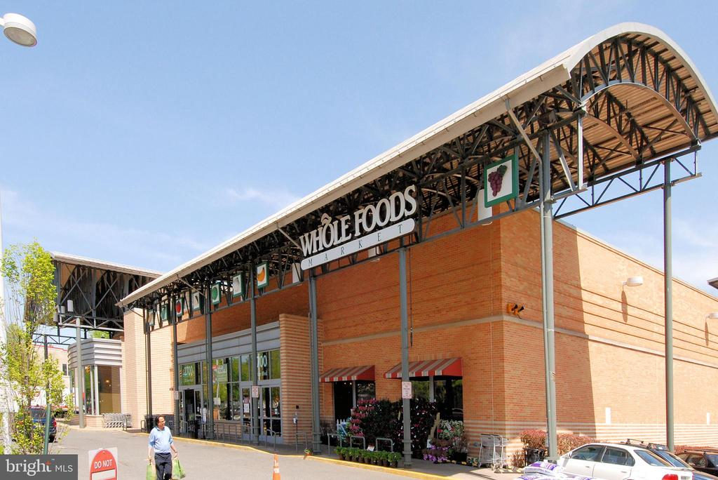 Walk to Whole Foods and carry home dinner! - 2100 LEE HWY #344, ARLINGTON
