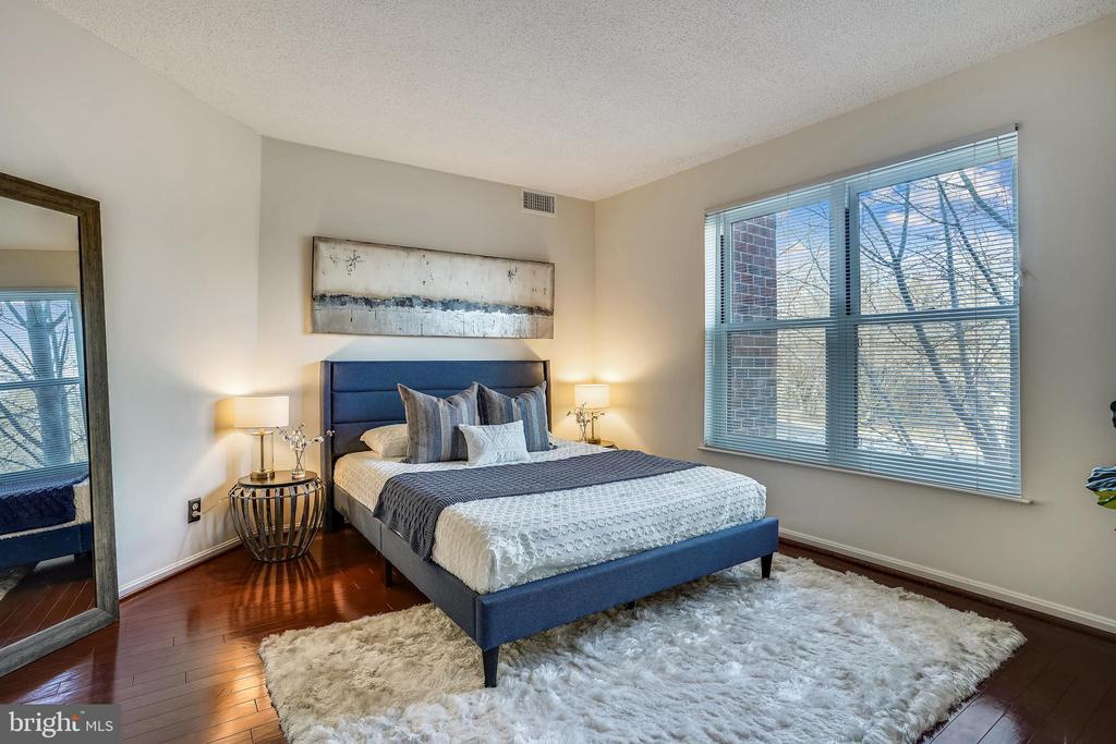 Spacious bedroom - 2100 LEE HWY #344, ARLINGTON