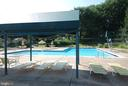 Outdoor swimming pool with plenty of seating - 2100 LEE HWY #344, ARLINGTON