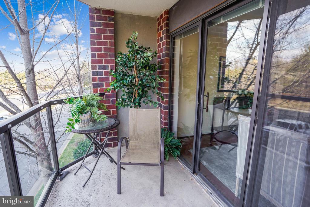 Spacious balcony - 2100 LEE HWY #344, ARLINGTON