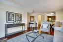 Spacious and bright living room - 2100 LEE HWY #344, ARLINGTON