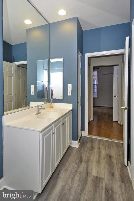 Wide vanity w/ lots of storage - 2310 14TH ST N #205, ARLINGTON
