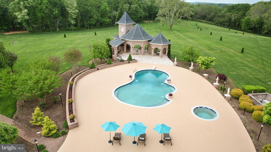 Pool, Hot Tub and Cabana - 15325 MASONWOOD DR, GAITHERSBURG