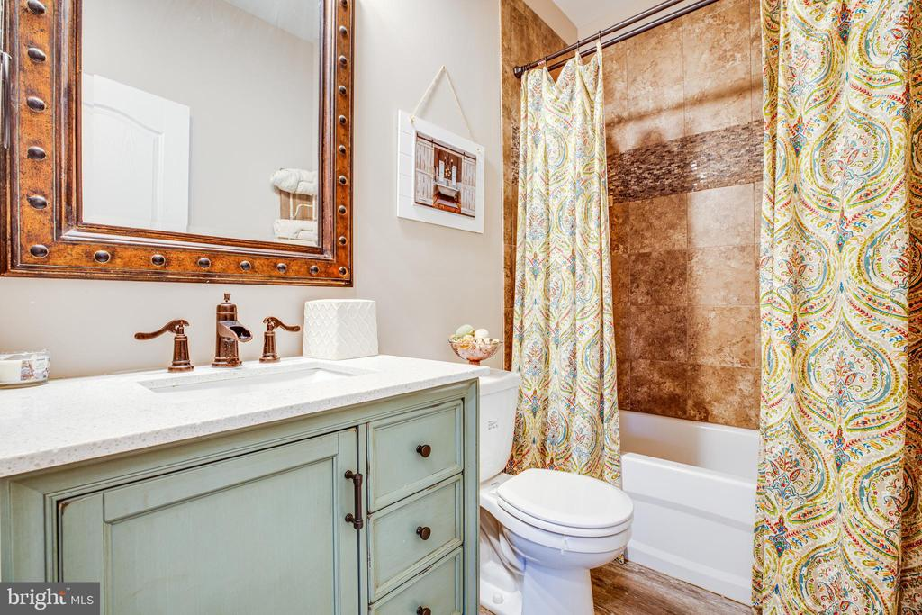 Shared Bath - 229 COLEBROOK RD, FREDERICKSBURG