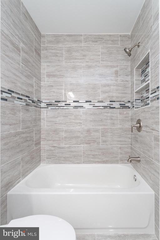 Hall Bathroom - 4502 DIX ST NE, WASHINGTON