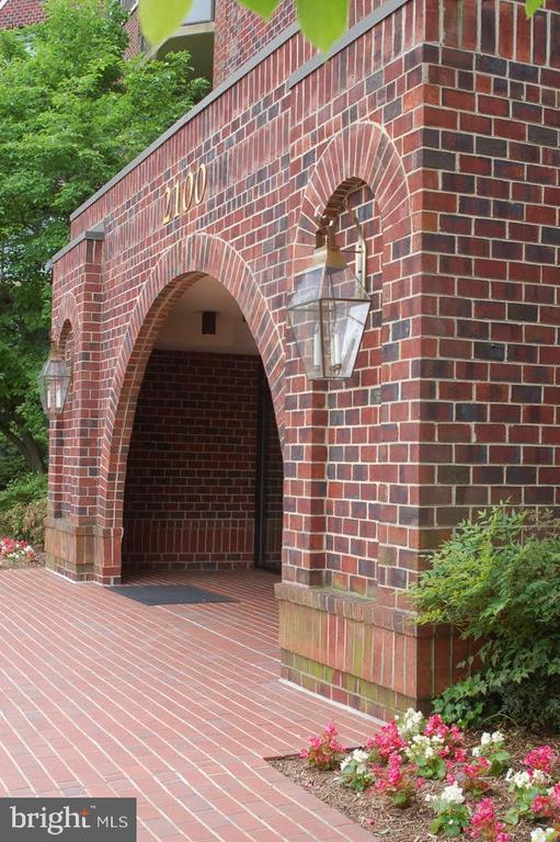 Main entrance. - 2100 LEE HWY #344, ARLINGTON