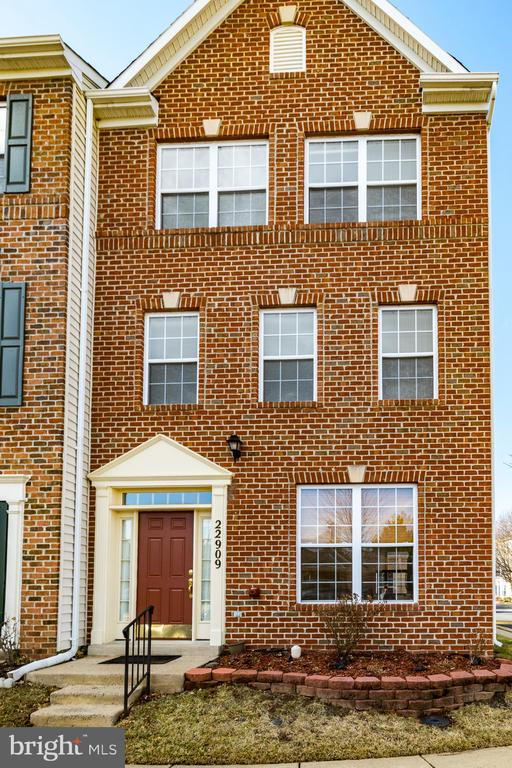 Stately Brick Front welcomes you in - 22909 ADELPHI TER, STERLING