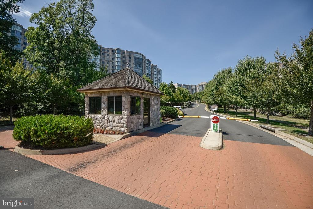Gated Entrance with Professional Guards - 19350 MAGNOLIA GROVE SQ #103, LEESBURG