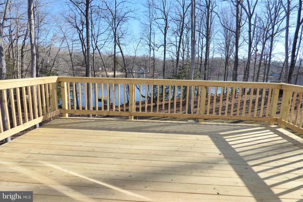 Deck - 1066 LAKEVIEW DR, STAFFORD