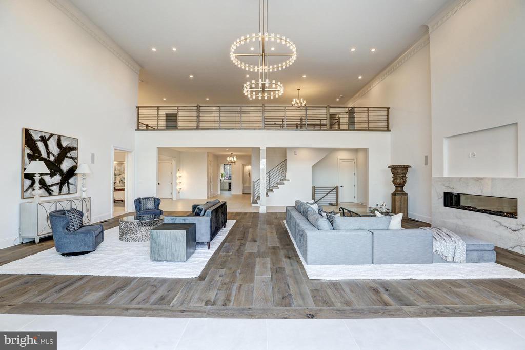 Wide plank, European Oak floors - 620 RIVERCREST DR, MCLEAN