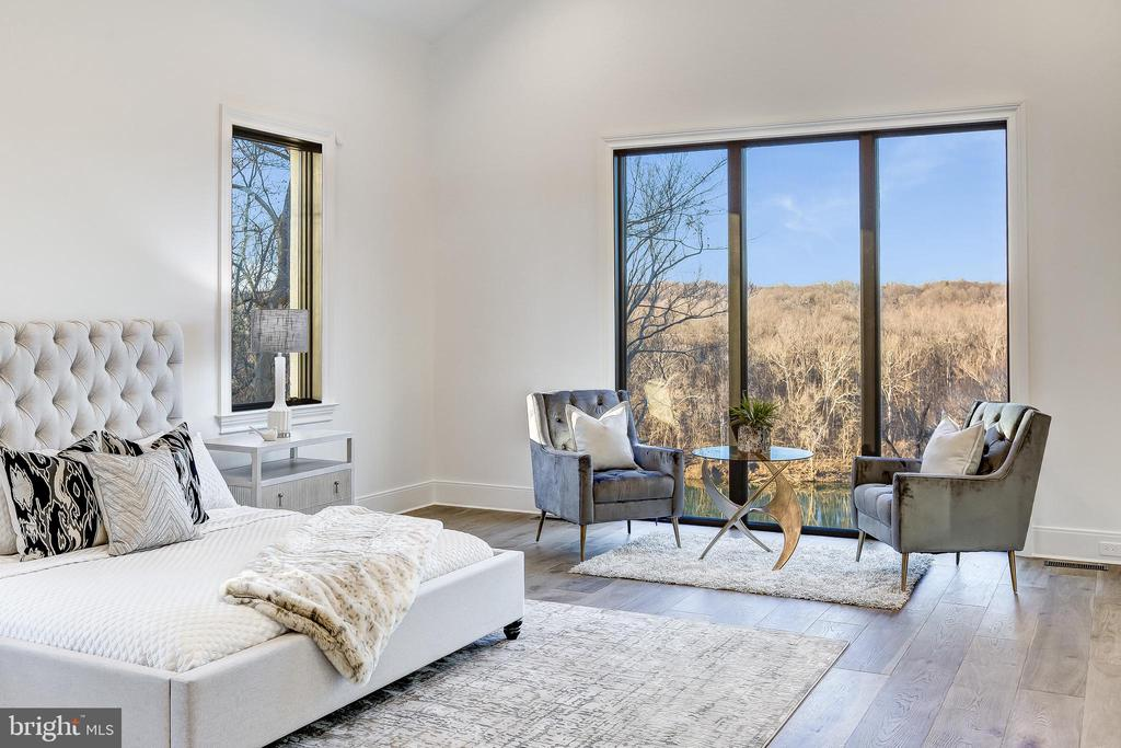 Year-round views bring beauty to the primary suite - 620 RIVERCREST DR, MCLEAN