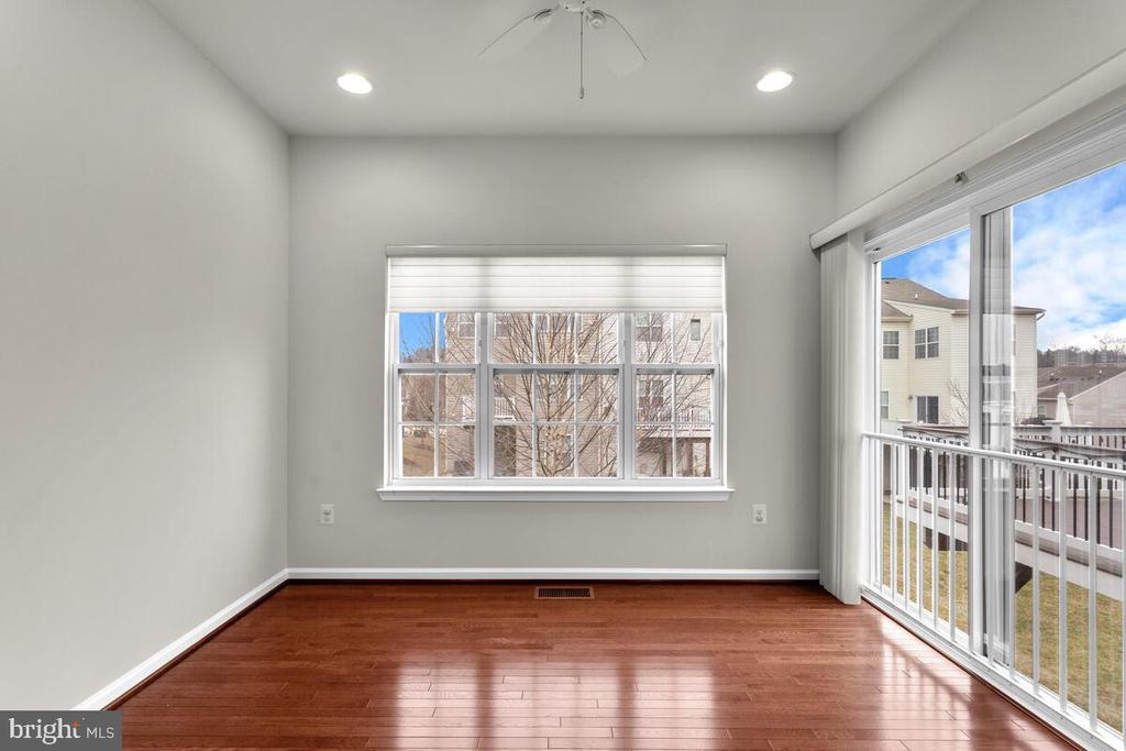 Light Drenched Sunroom off of Kitchen - 7839 RIVER ROCK WAY, COLUMBIA