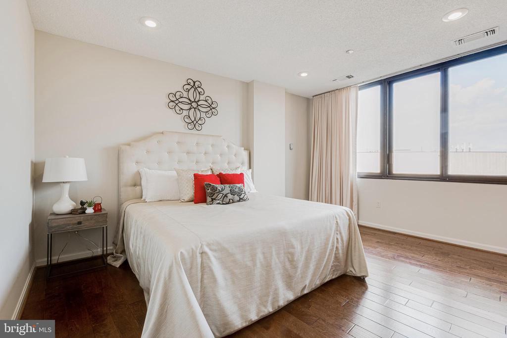 Master Bedroom - 1300 CRYSTAL DR #PENTHOUSE 14, ARLINGTON