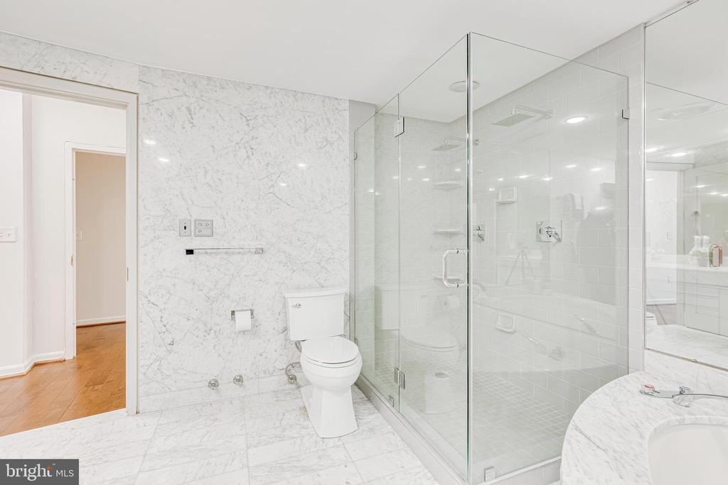 Shower with Dual Shower Heads. Bidet Plumbing. - 1300 CRYSTAL DR #PENTHOUSE 14, ARLINGTON