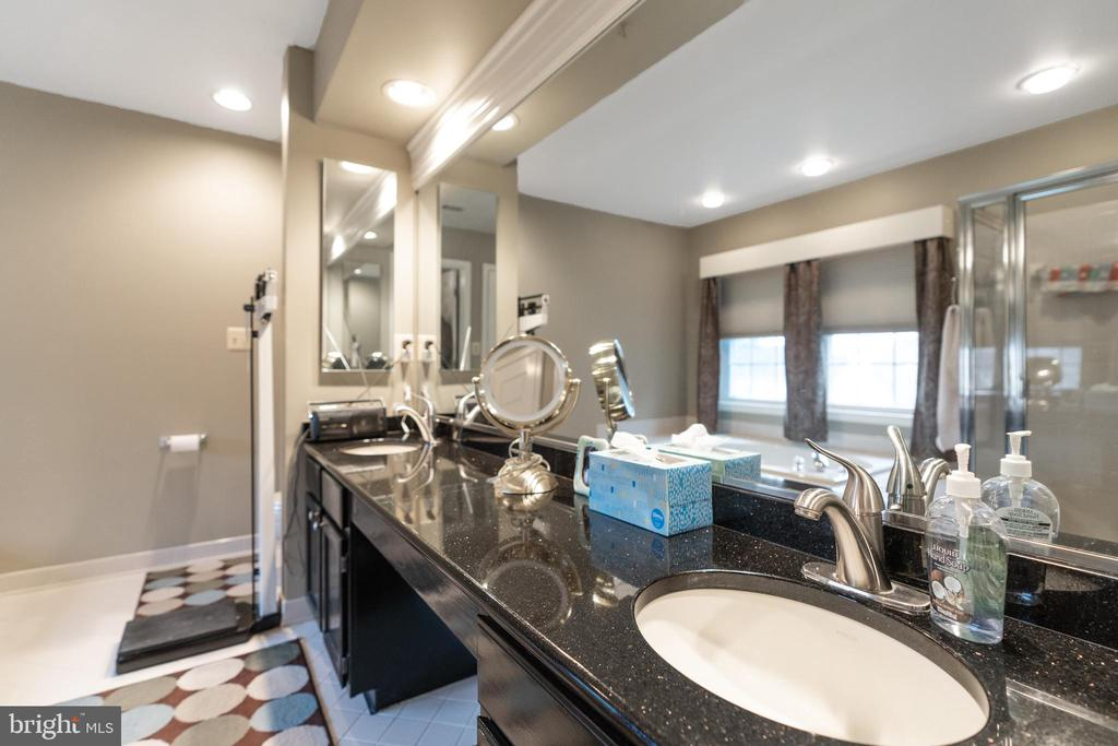 Dual vanities in primary bath - 129 NORTHAMPTON BLVD, STAFFORD