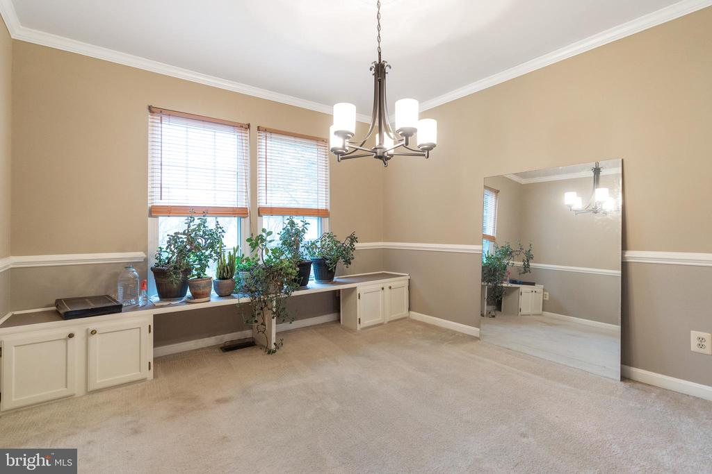 Natural light in dining room - 129 NORTHAMPTON BLVD, STAFFORD