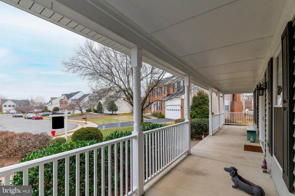 Covered Front Porch - 609 MICHAEL PATRICK CT SE, LEESBURG