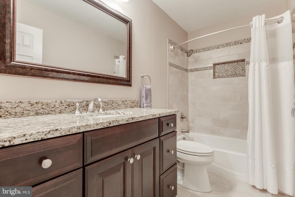Upper Hall Bathroom - Beautifully Updated - 609 MICHAEL PATRICK CT SE, LEESBURG
