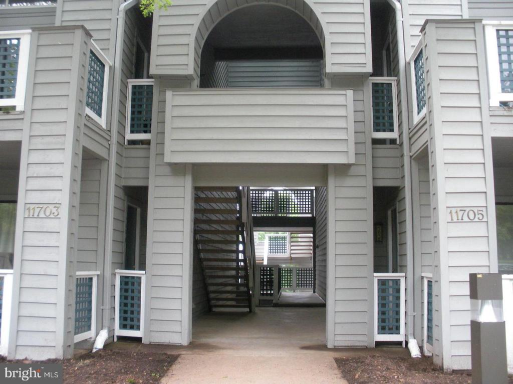 Entry from parking area to building - 11705-C SUMMERCHASE CIR #1705-C, RESTON