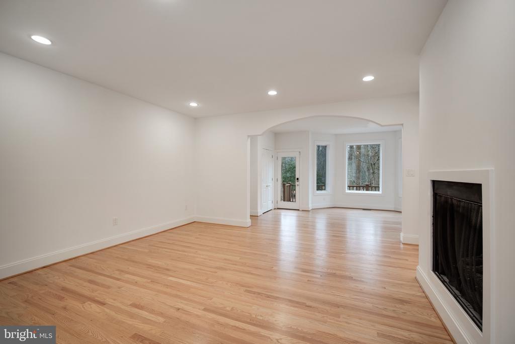 Family Room - 319 STONINGTON RD, SILVER SPRING