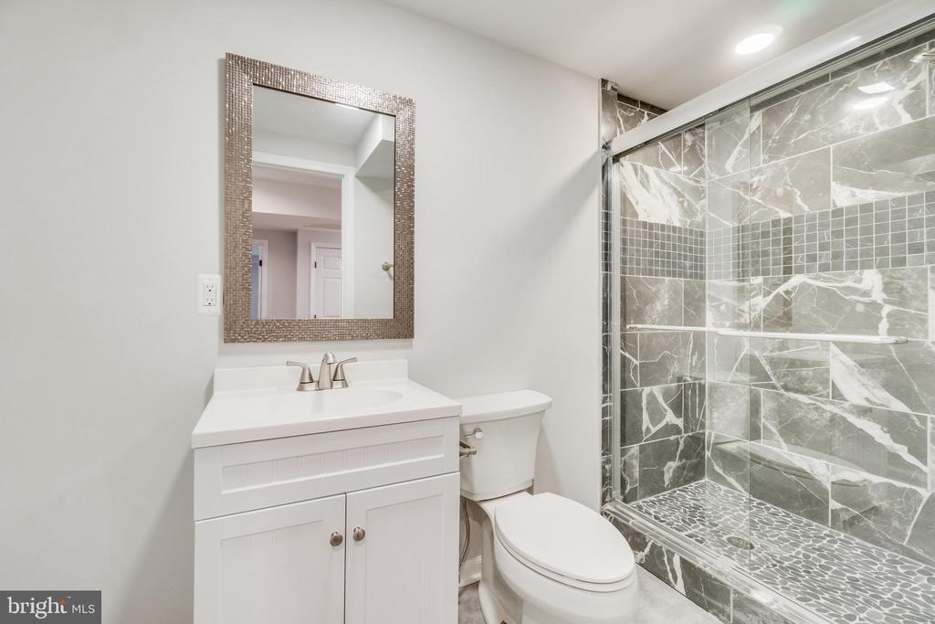 Newly renovated bathroom - 9035 DAHLGREN RD, KING GEORGE