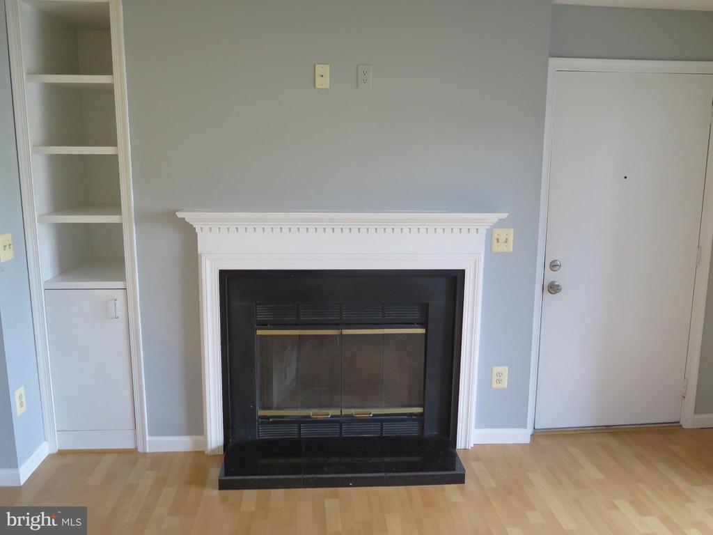 Wood burning fireplace w mantel + granite hearth - 11705-C SUMMERCHASE CIR #1705-C, RESTON