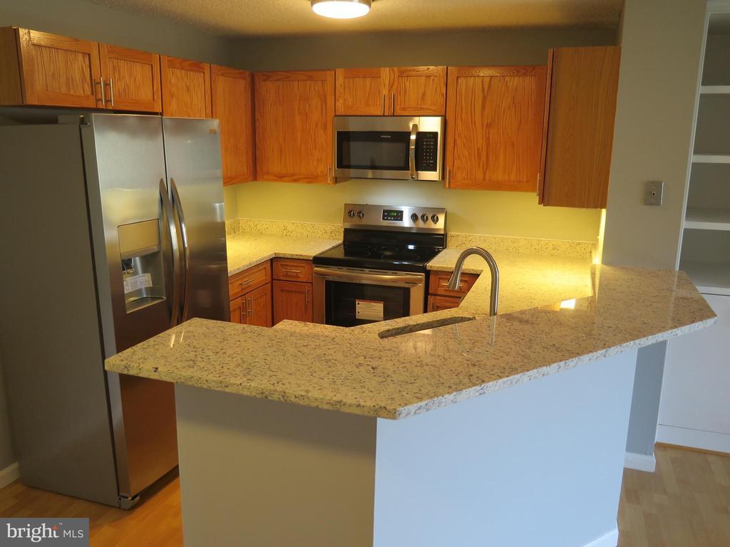 NEW Frigidaire stainless appliances just installed - 11705-C SUMMERCHASE CIR #1705-C, RESTON