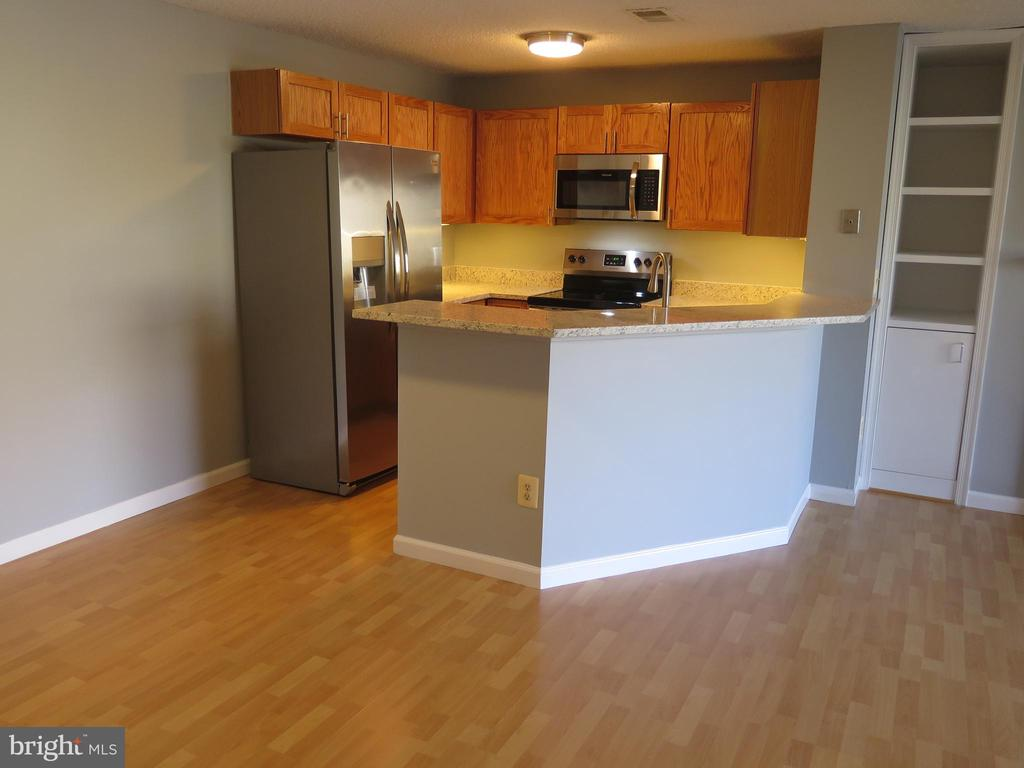 Stainless appliances include built -in microwave - 11705-C SUMMERCHASE CIR #1705-C, RESTON