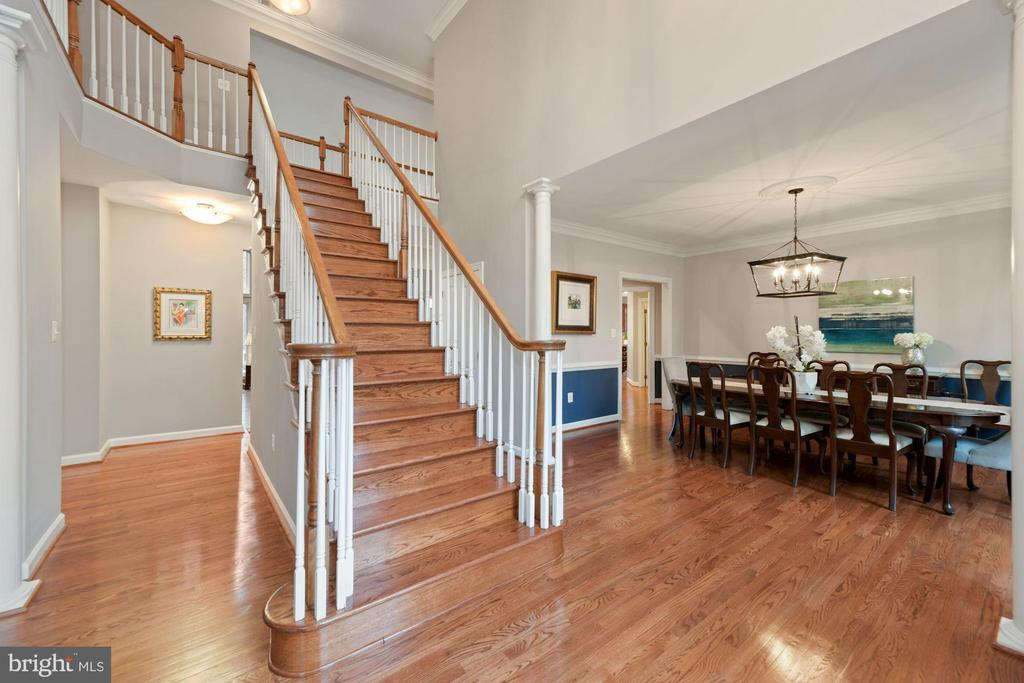Open Foyer with Hardwood Floors Through Out - 8192 COTTAGE ROSE CT, FAIRFAX STATION