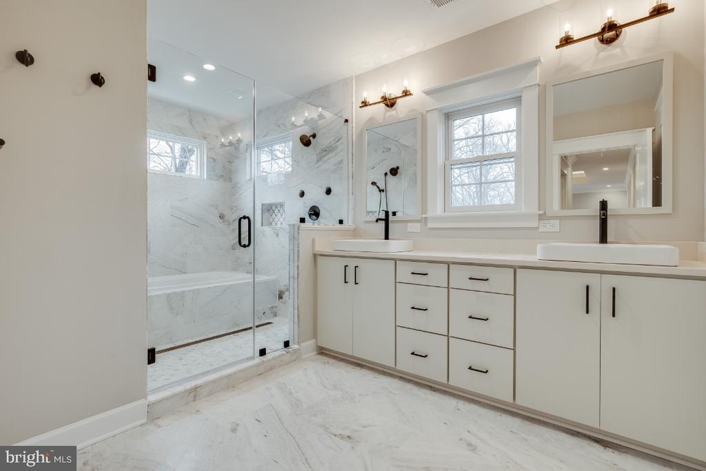 Master Bath - 6723 VALLEY BROOK DR, FALLS CHURCH