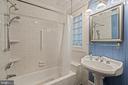 First floor full bath - 515 7TH ST SE, WASHINGTON