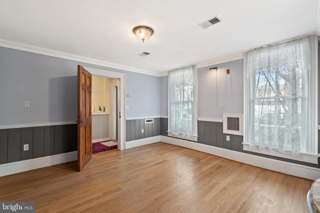 Bedroom, Salon, or living room? - 515 7TH ST SE, WASHINGTON