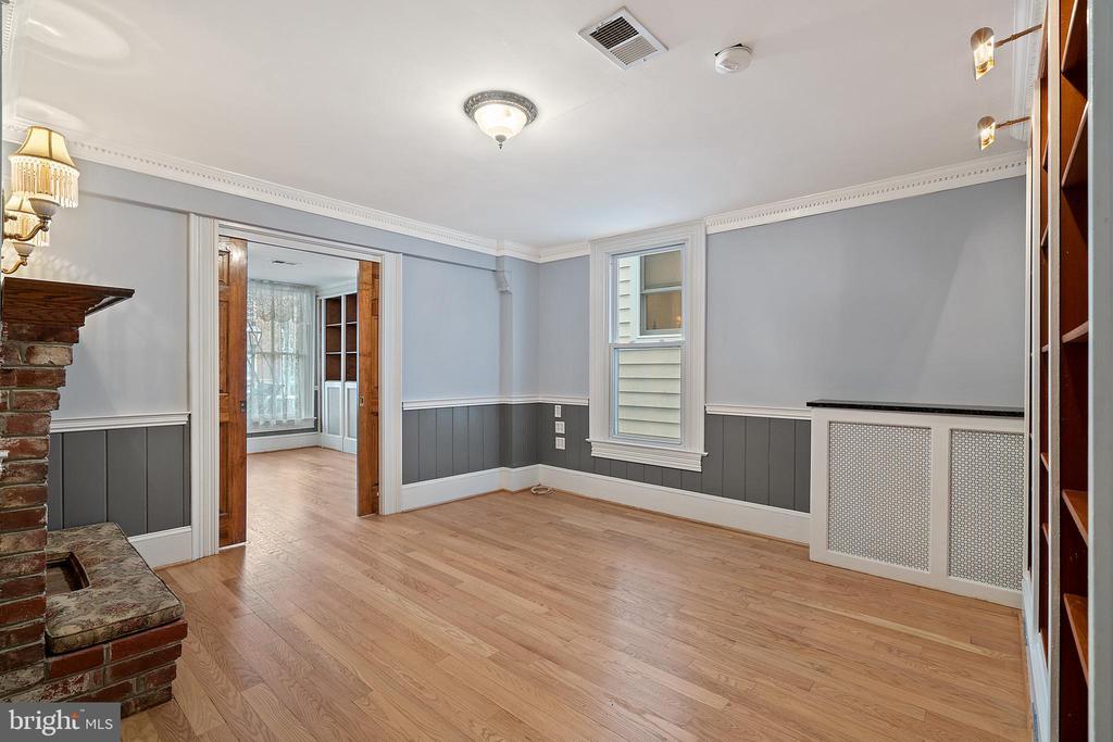 Salon or common room with double pocket doors - 515 7TH ST SE, WASHINGTON