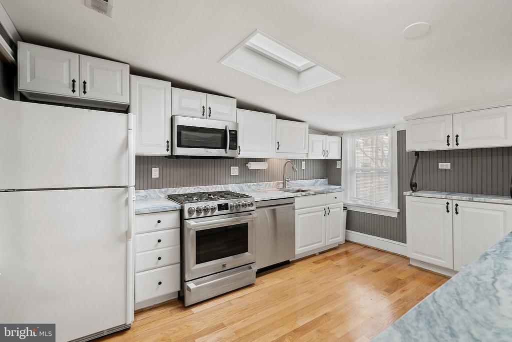All stainless and new appliances - 515 7TH ST SE, WASHINGTON