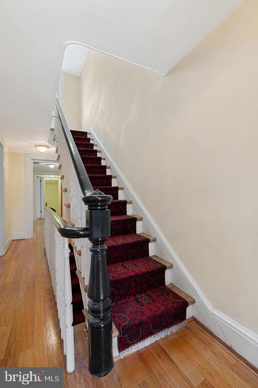 Meticulous historical detail - 515 7TH ST SE, WASHINGTON