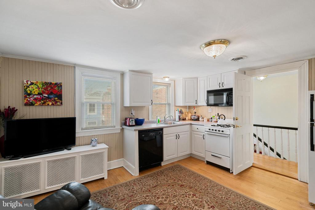 Bedroom #6 with kitchenette - 515 7TH ST SE, WASHINGTON